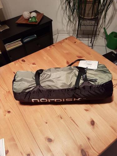Das verpackte Zelt